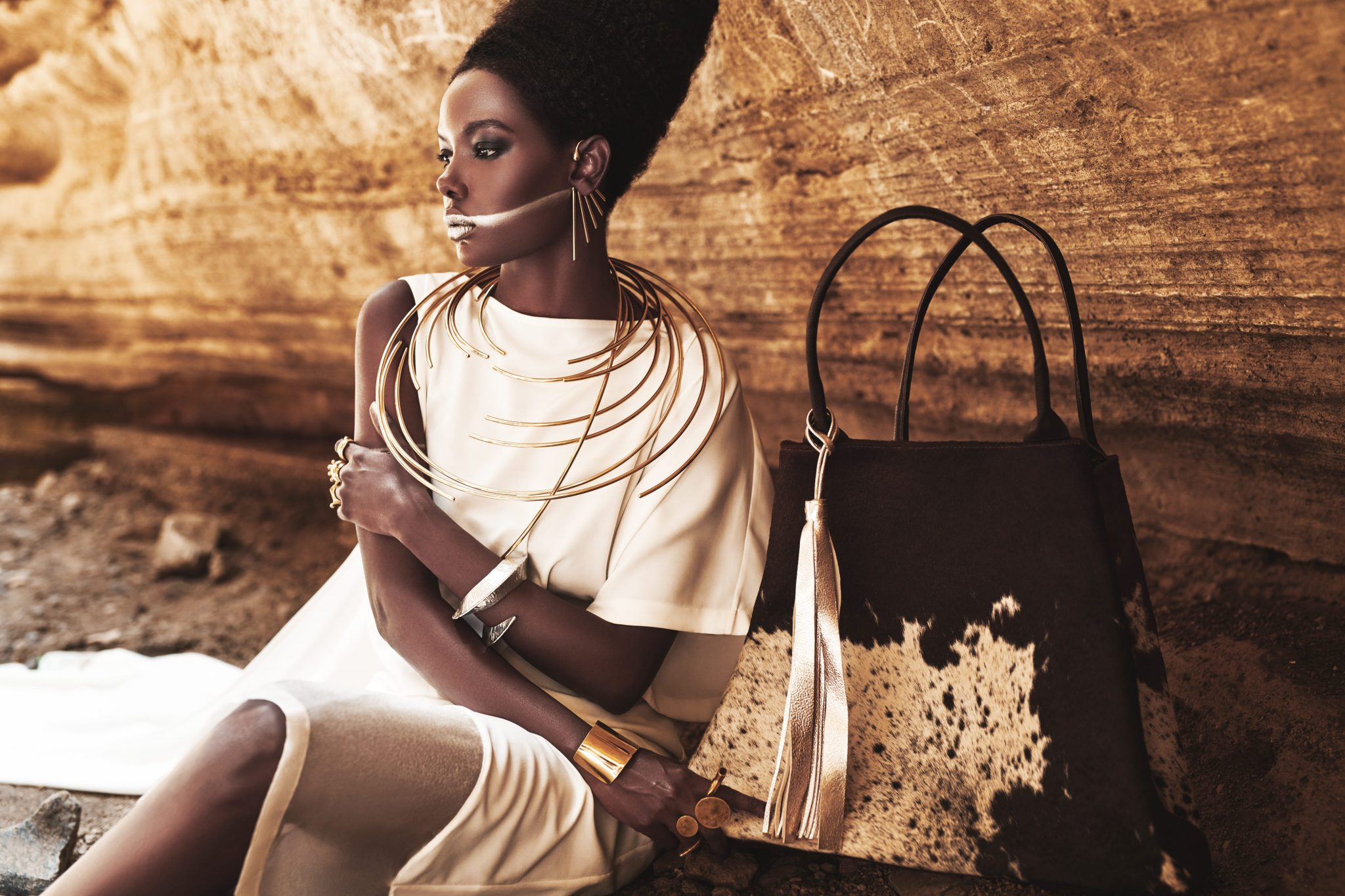 jewelry-luxury-african-fashion-handbags-daybag-beyonce-black-is-king-gold-leaf-comb-gold-afrika-adele-dejak-black_parade (2)